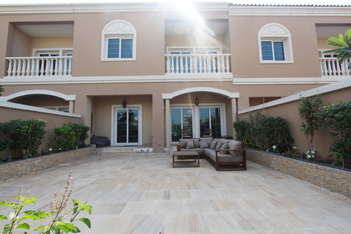 Dubai Townhouse JVC 3 bed AED 2,300,000 (Aprox £463,795)