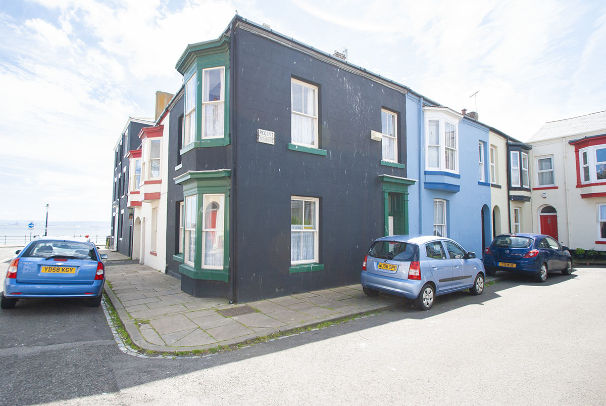 Regent Square, The Headland OIRO £80,000 *Refurb project* **SEA VIEWS